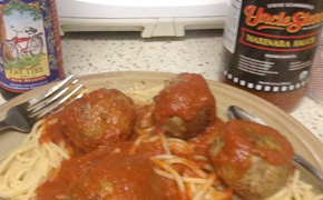 Spaghetti and Meatballs with Uncle Steve's Marinara Sauce and a bottle of Fat Tire Beer